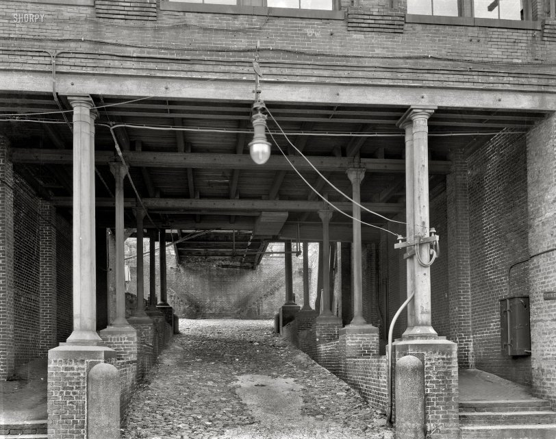 Dark Passage: 1937