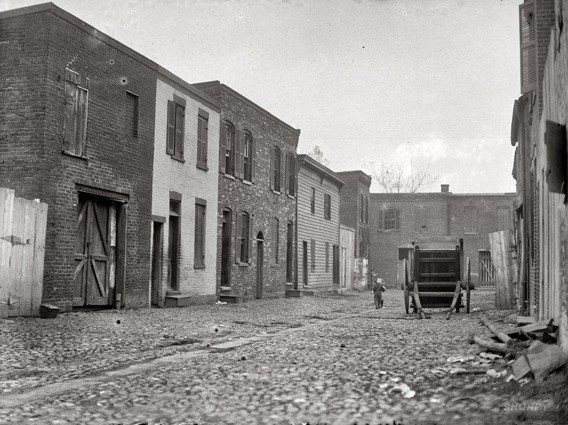 The Alleyway: 1914