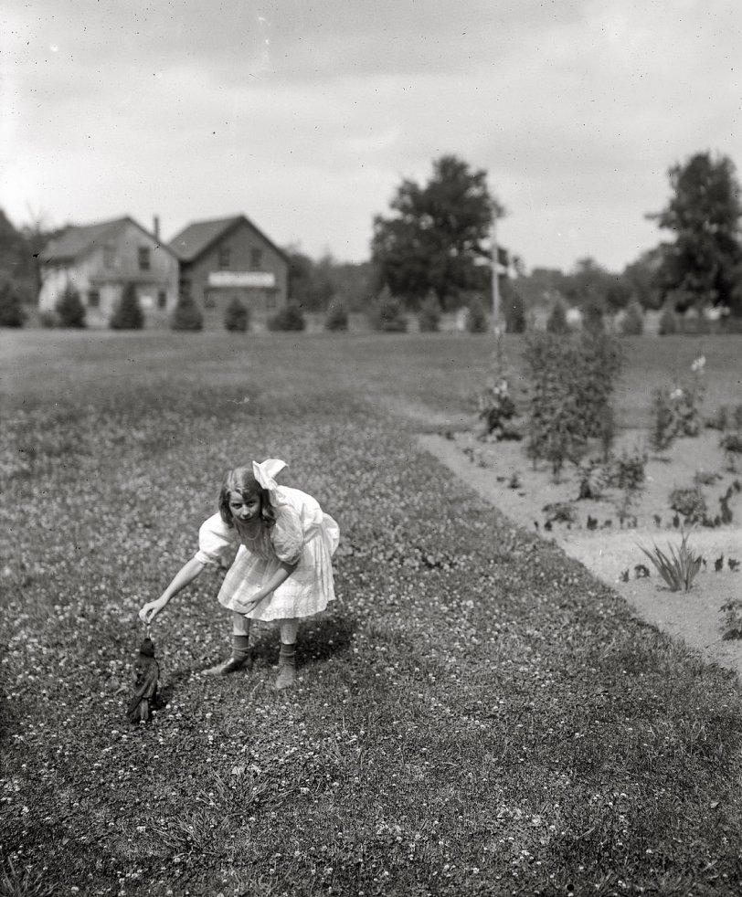 Crow Girl: 1910