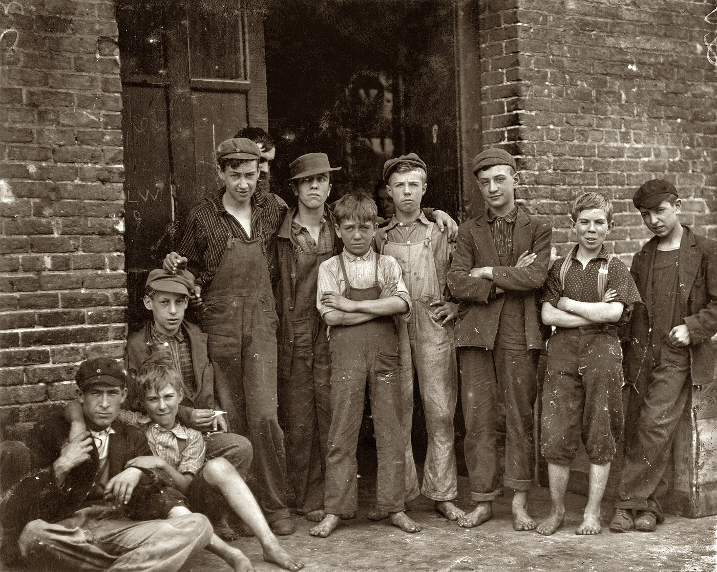 Shorpy Historic Picture Archive :: Vermont Mill Boys: 1910 high-resolution  photo