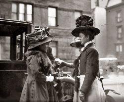 When Hats Were Big: 1909