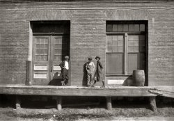 Candy Factory Kids: 1913