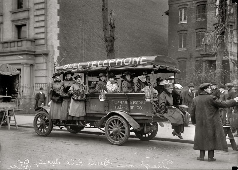 Telephone Girls: 1916