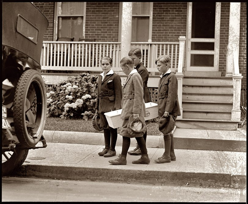 Dog Funeral: 1922
