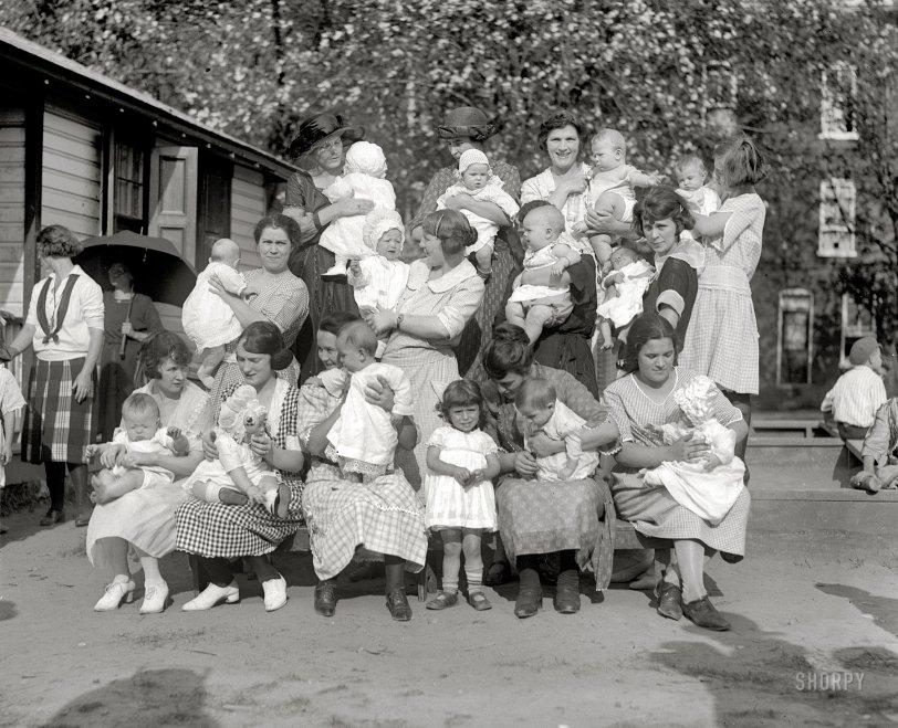 Hi Mom: 1922