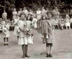 Girls and Dolls: 1923