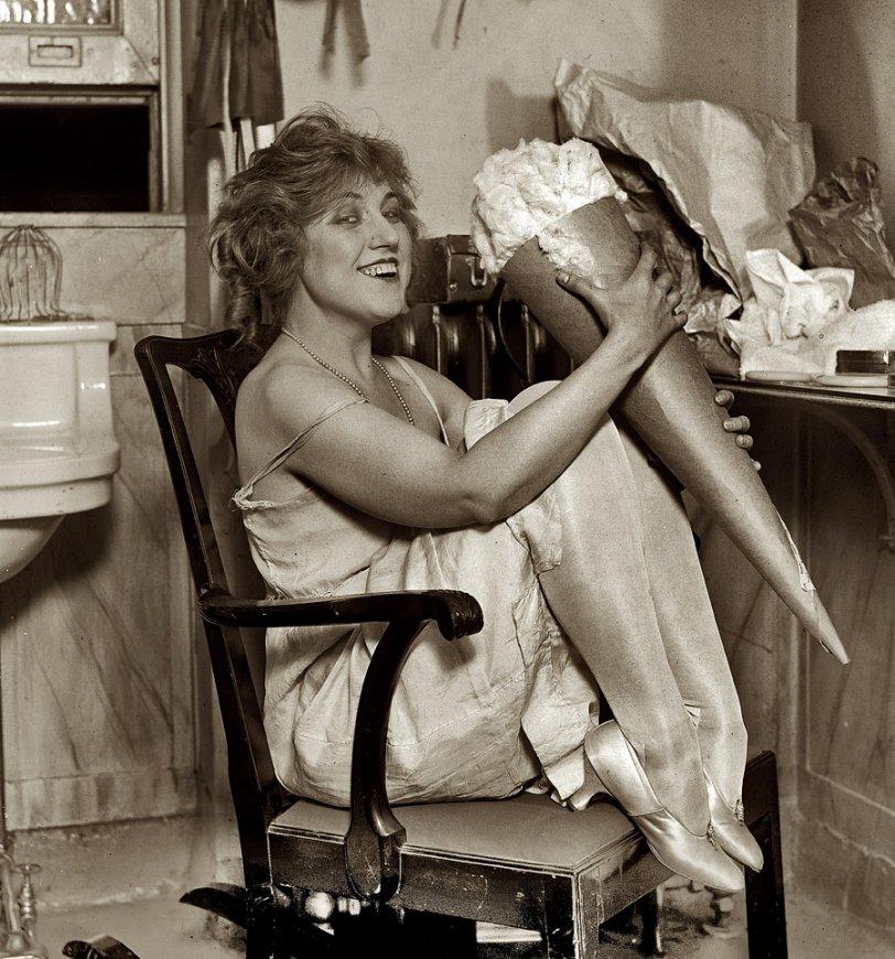 Olga Cook: 1923