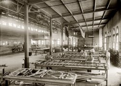 Airplane Factory: 1918