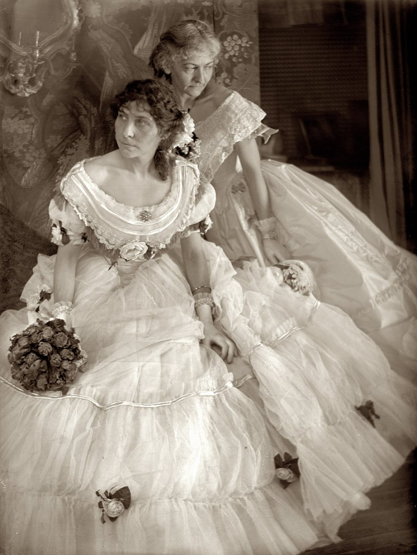 Belles of the Ball: 1906