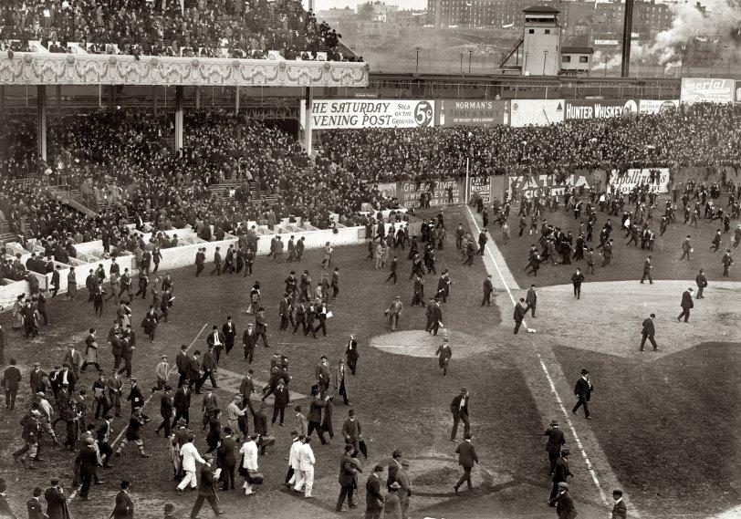 A's 8, Giants 2: 1913