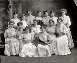 Theta Pi: 1910