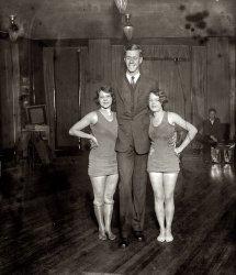 Viv & Dick & Dot: 1925