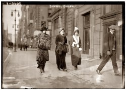 Fifth Avenue Sunday: 1913