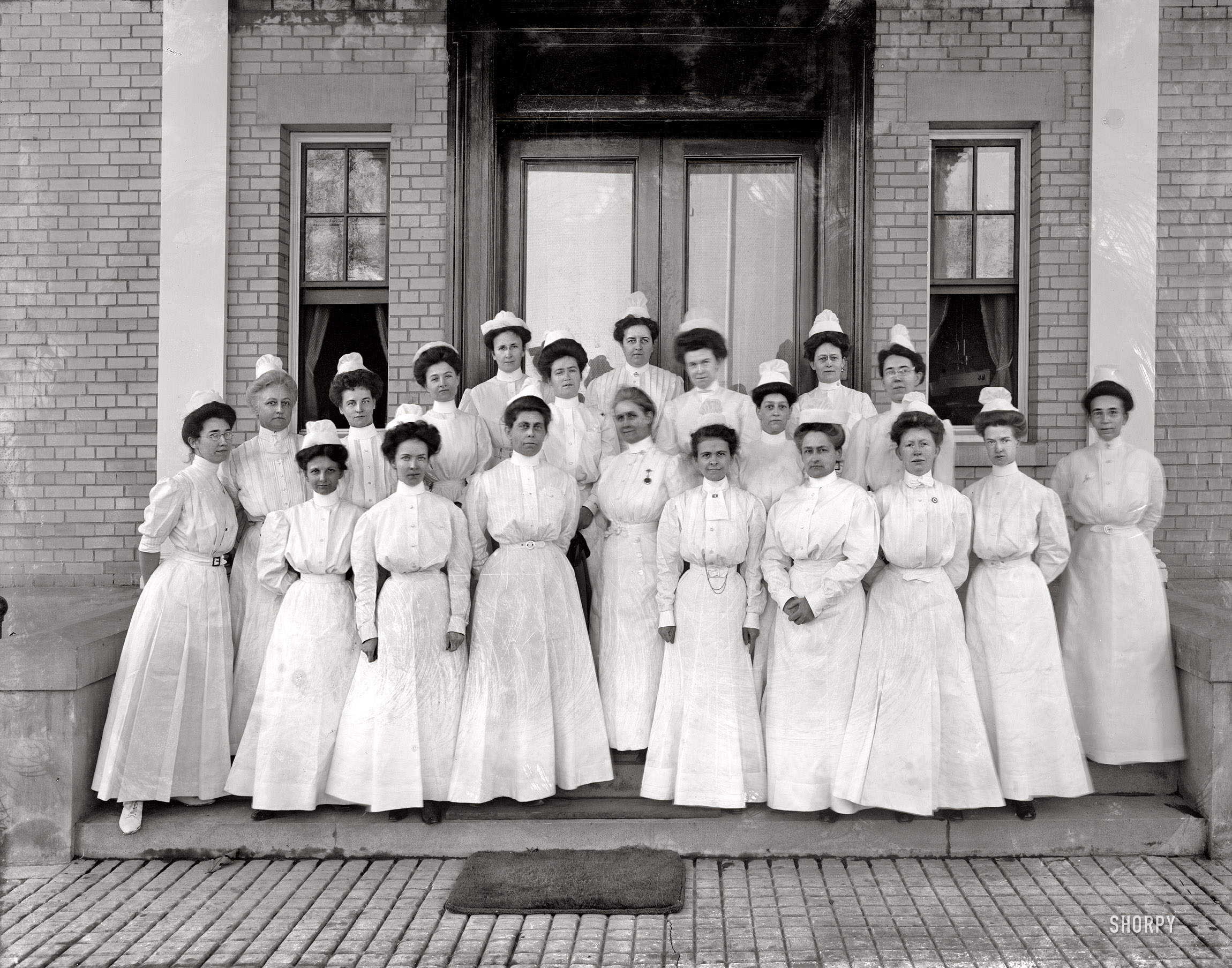 Shorpy Historic Picture Archive :: Navy Nurses: 1912 high-resolution photo