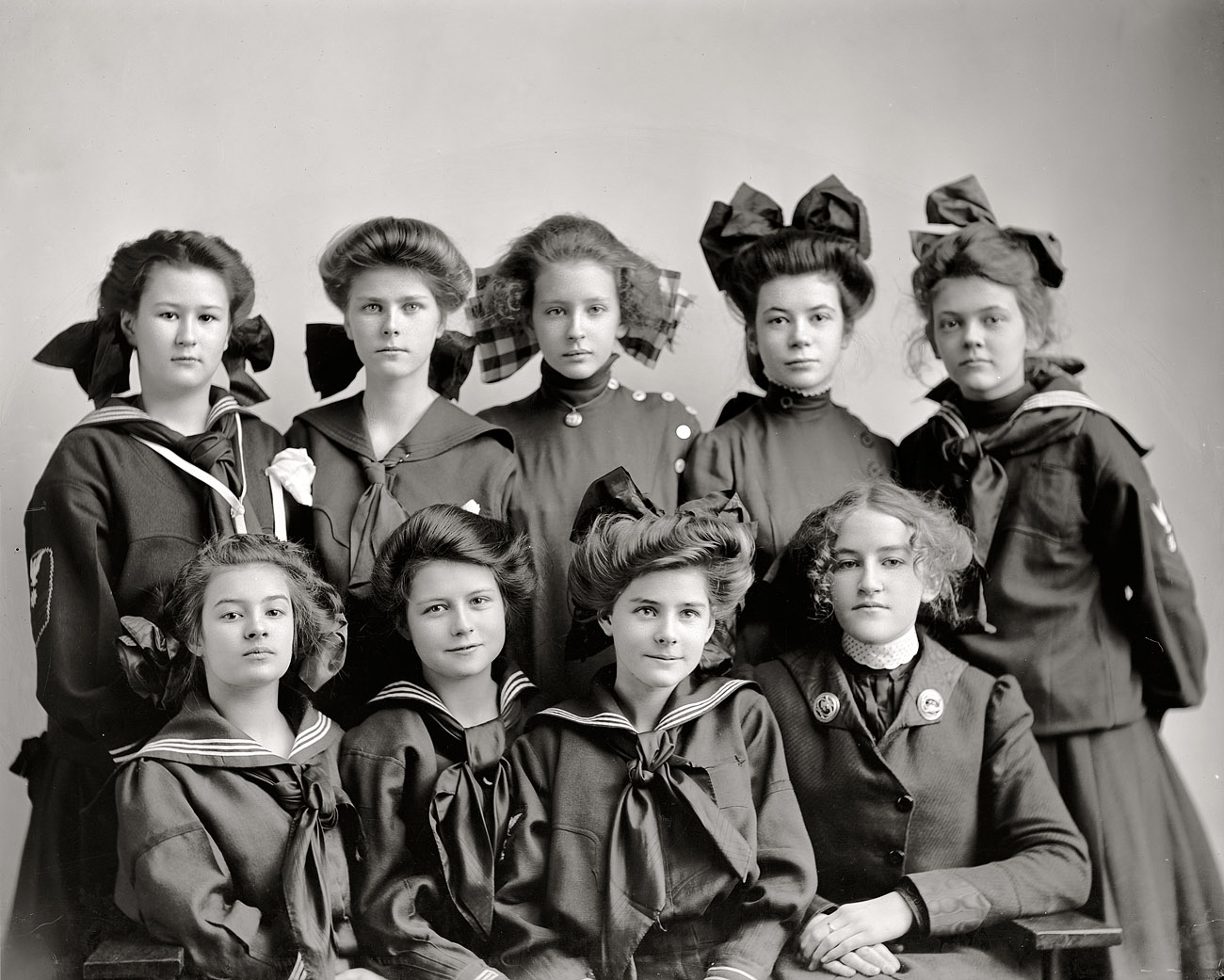 Shorpy Historic Picture Archive :: Gunston Girls: 1905 high-resolution photo