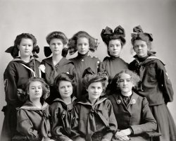 Gunston Girls: 1905