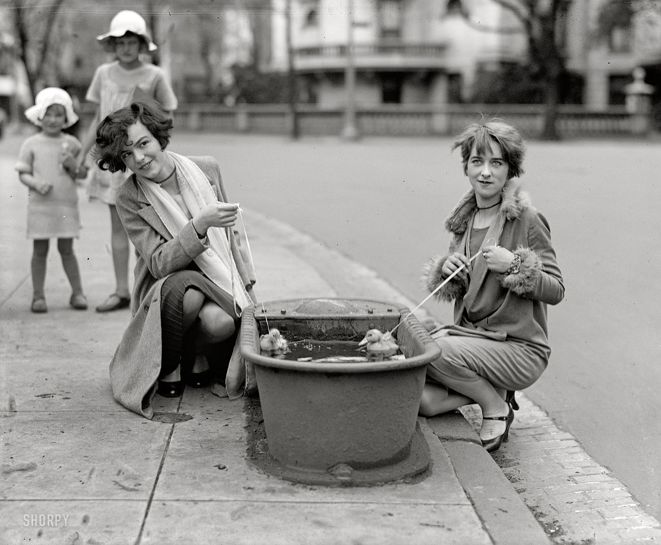 Shorpy Historic Picture Archive :: Lucky Ducks: 1927 high-resolution photo