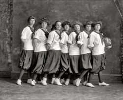 Hoops Hotties: 1912