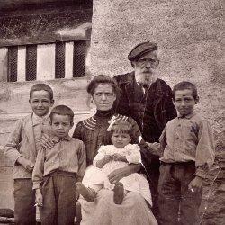 Corsican Family: 1910