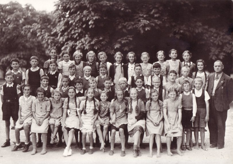 Elementary school 1943 (Switzerland)