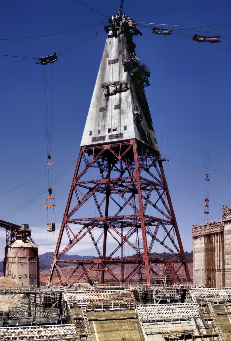 Shasta Totem: 1942