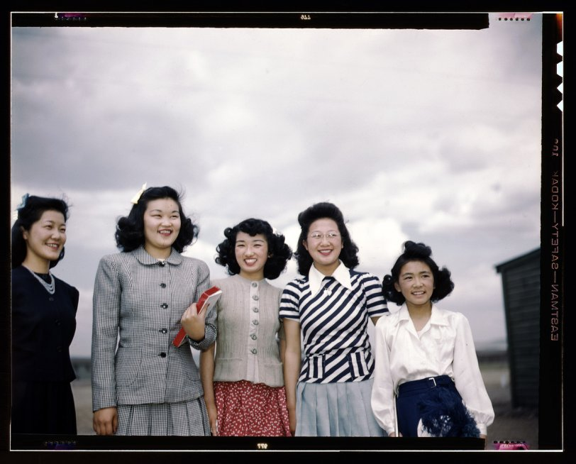 Five Smiling Women: 1942