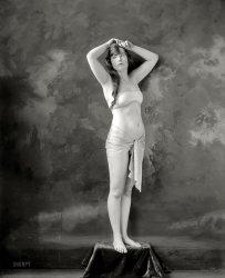 Queenie Ladovitch: 1920