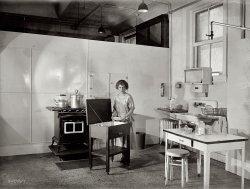 The Happy Homemaker: 1922