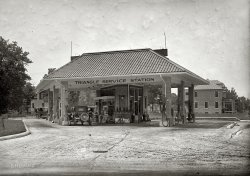 Triangle Service Station: 1925