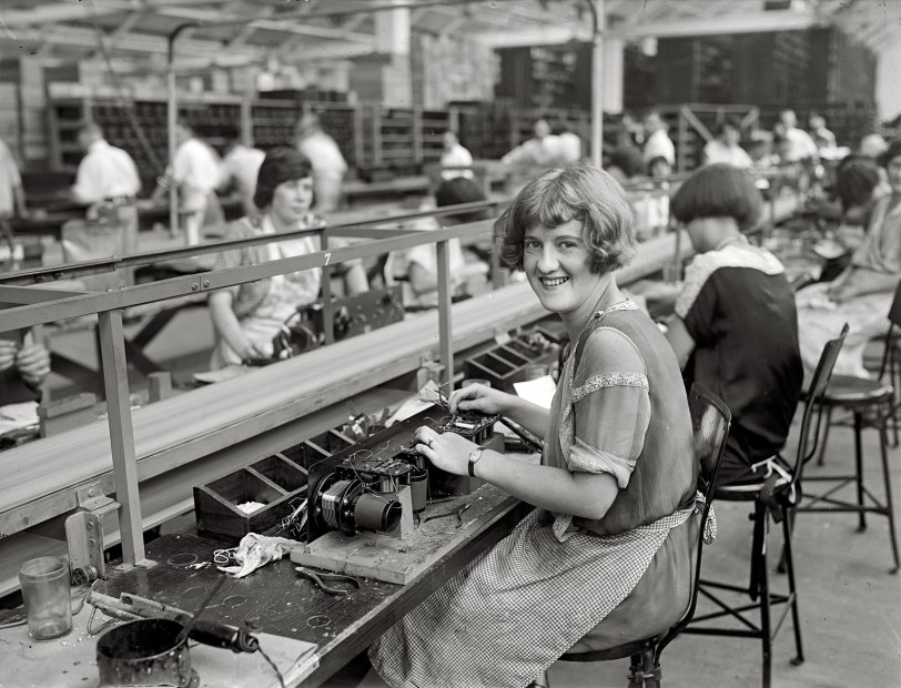 Mary Makes a Radio: 1925