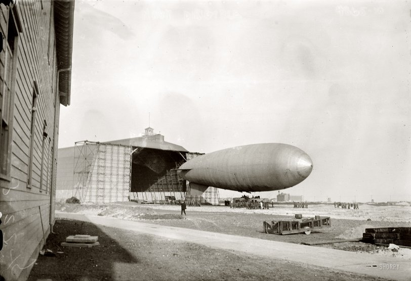 Airship: 1915