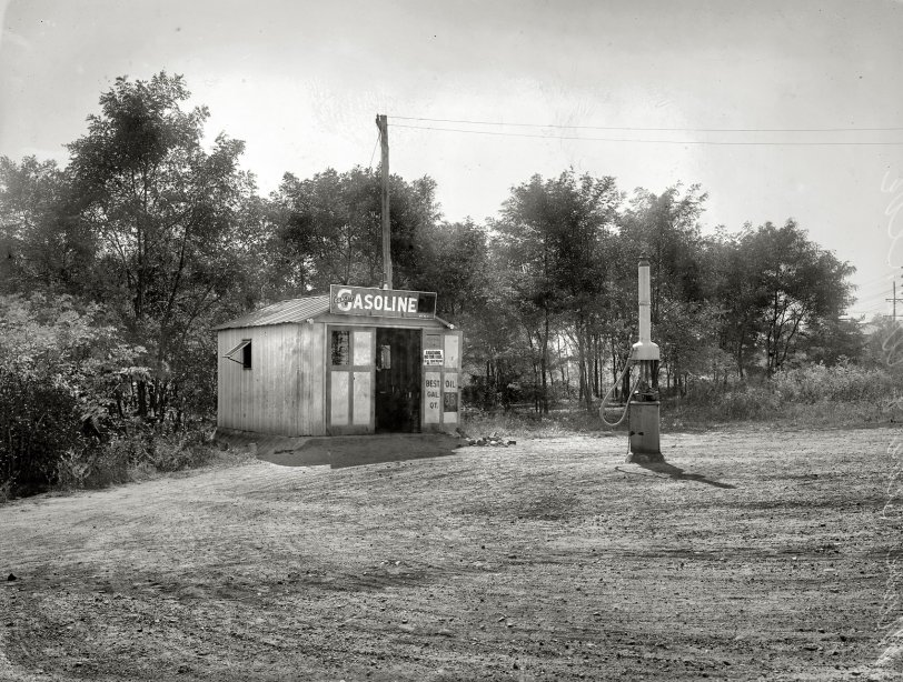 Petro-Hut: 1920
