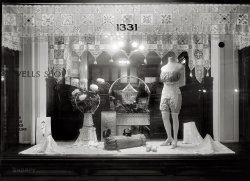 Victoria's Corset: 1920