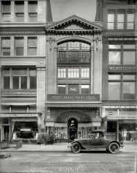 Heel, Boy: 1920