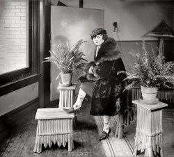 Snazzy Stockings: 1920