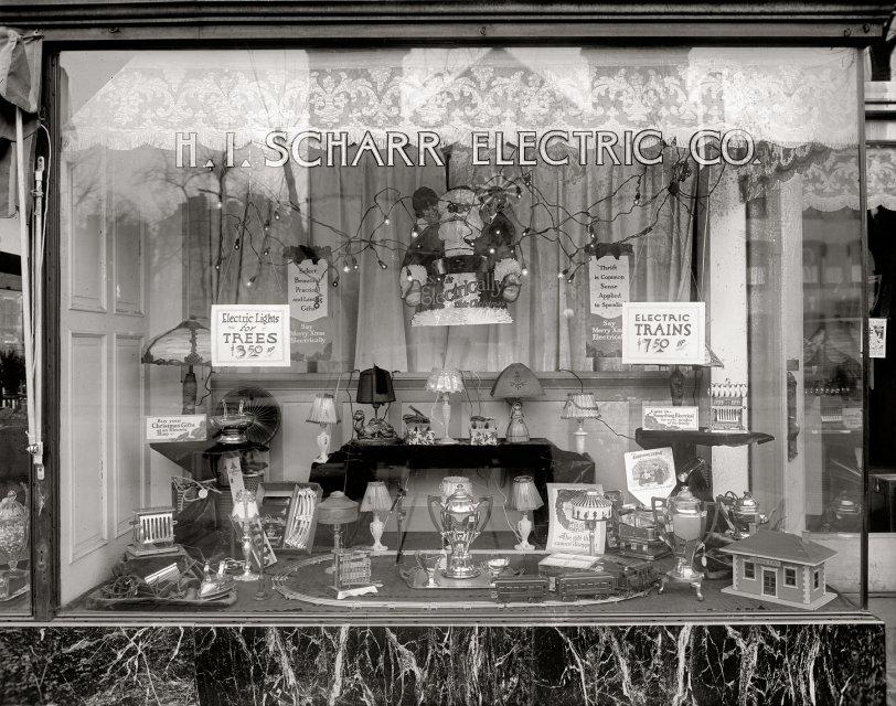 Electric Santa: 1921