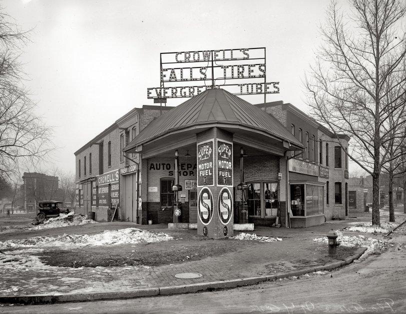 Crowell's Garage: 1921
