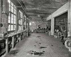Hendrick Garage: 1928