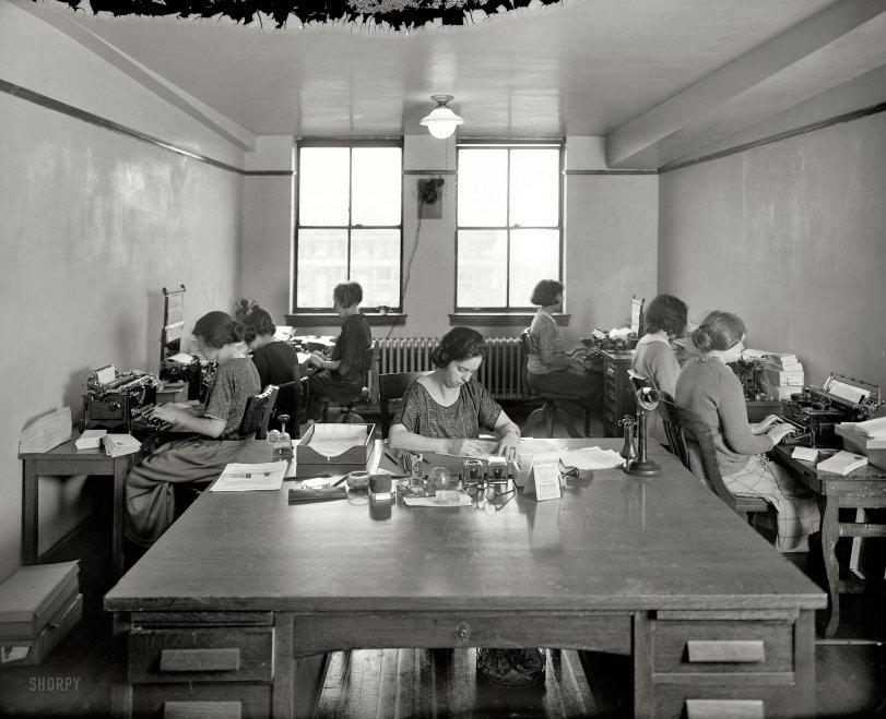 Desk Set: 1923