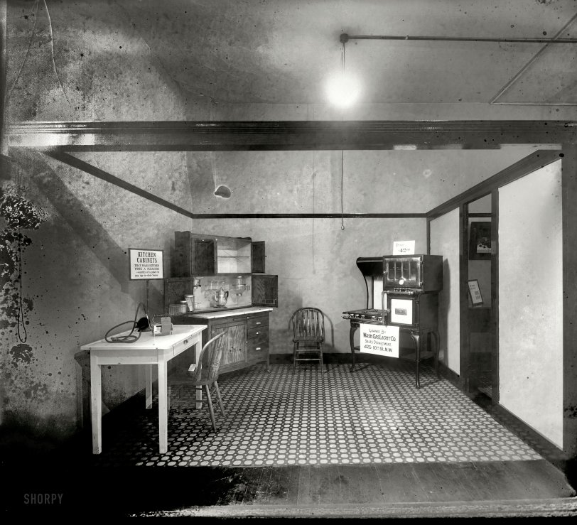 Model Kitchen: 1919