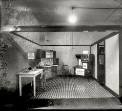 Model Kitchen: 1919