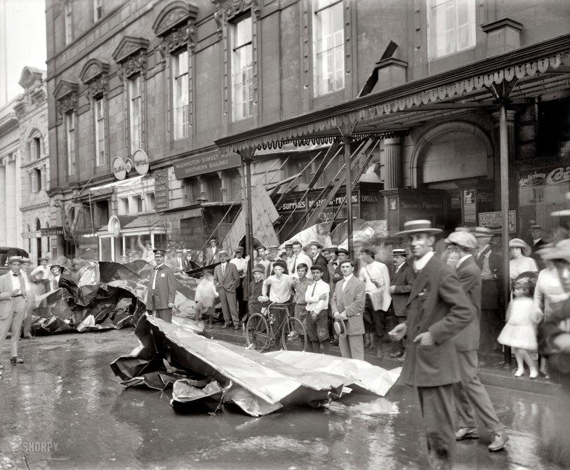 Gawkers: 1913
