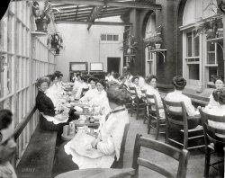 Women's Lounge: 1913