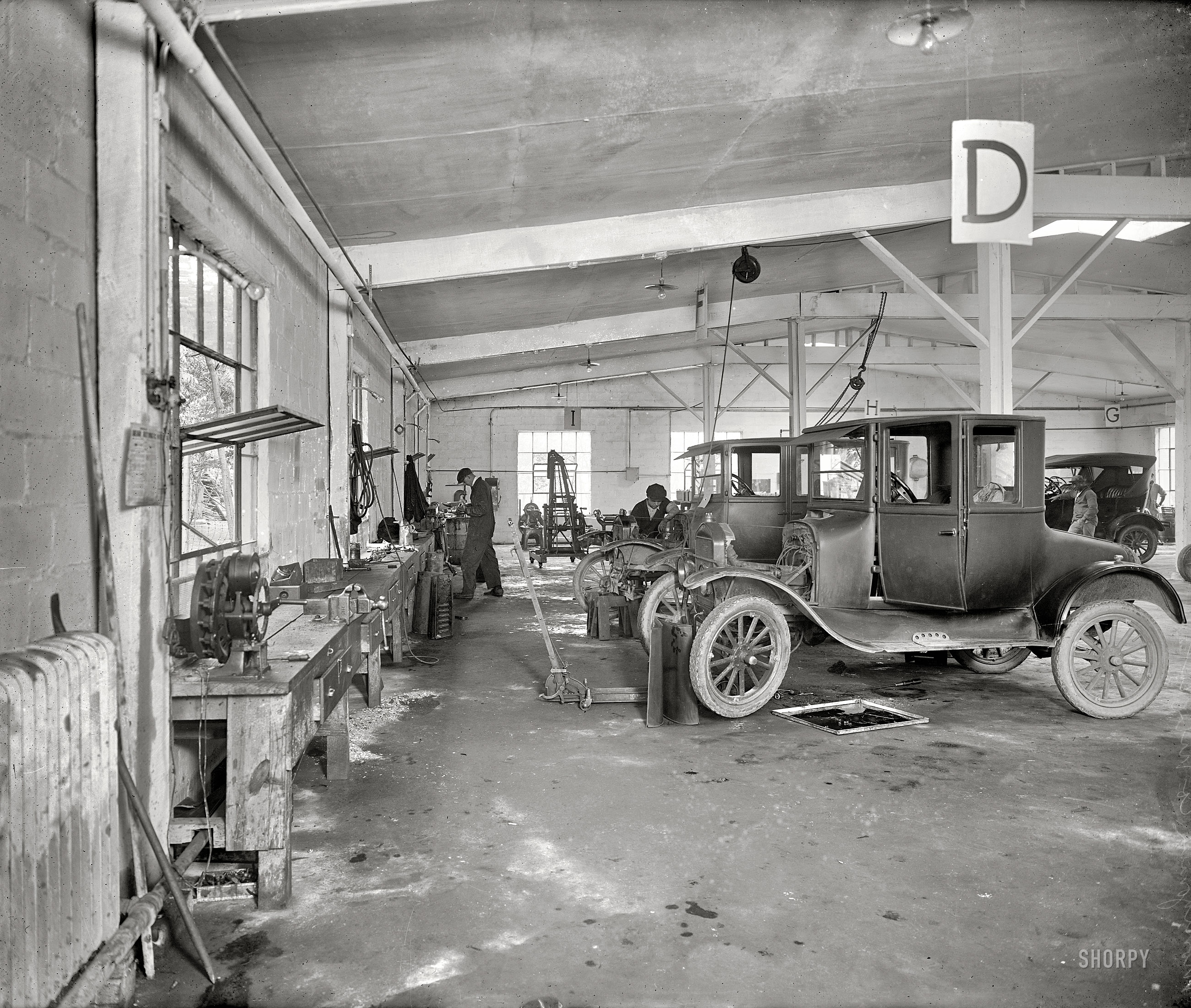 Shorpy historic picture archive back in the shop 1926 for Garage ford vernon 27200