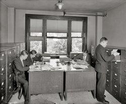 Desk Set: 1925