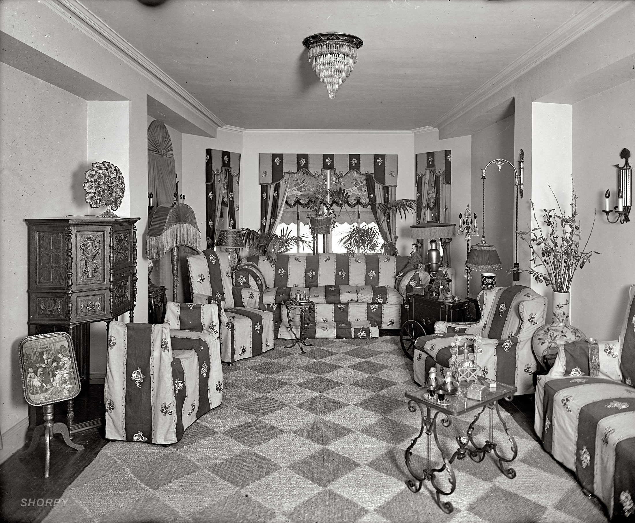 Shorpy Historic Picture Archive :: Metropolitan Home: 1924