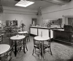 Napoleon's Pastry Shop: 1924
