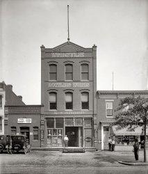 Whistle Bottling Works: 1925