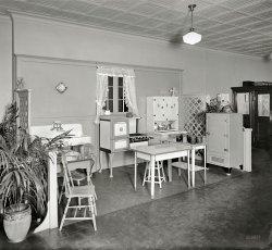 Model Kitchen: 1926
