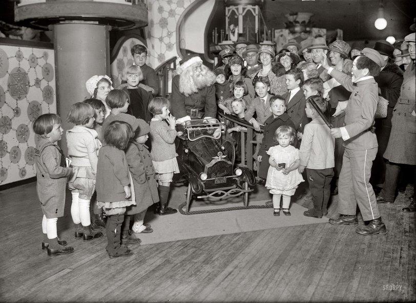 Santa's Little Helper: 1924